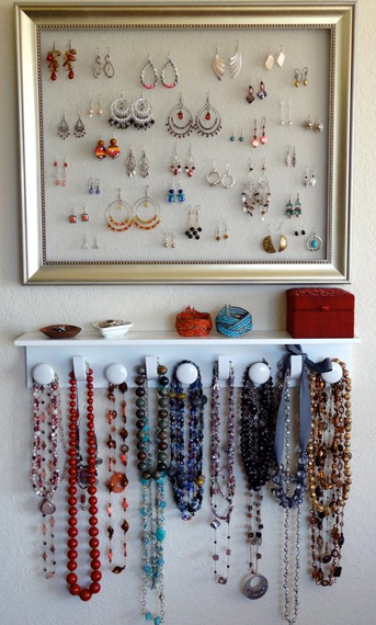 Combine-Floating-Shelf-with-Frame-Display