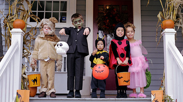 trick-or-treating-kids