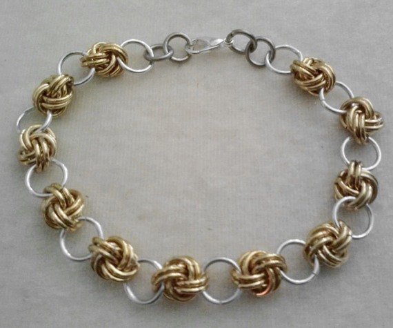 Gold-Knotted-Jump-Ring-Bracelet