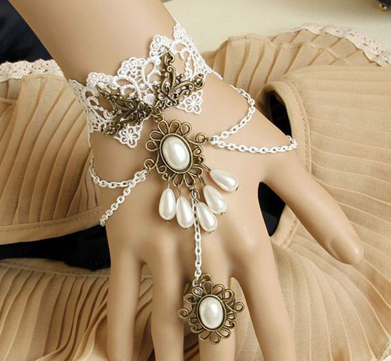 Lacing-Ring-Slave-Chain-Bracelet