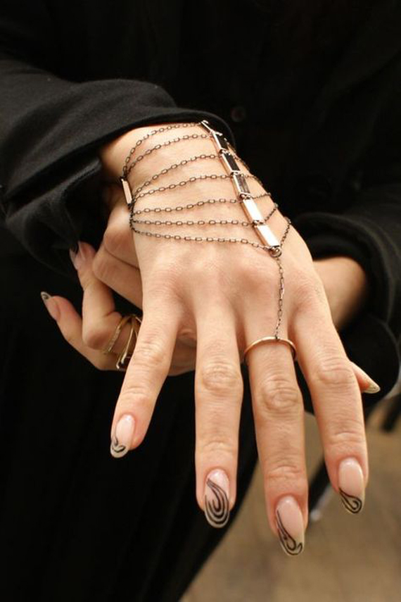 Linked-Bar-Hand-Chain-Bracelet