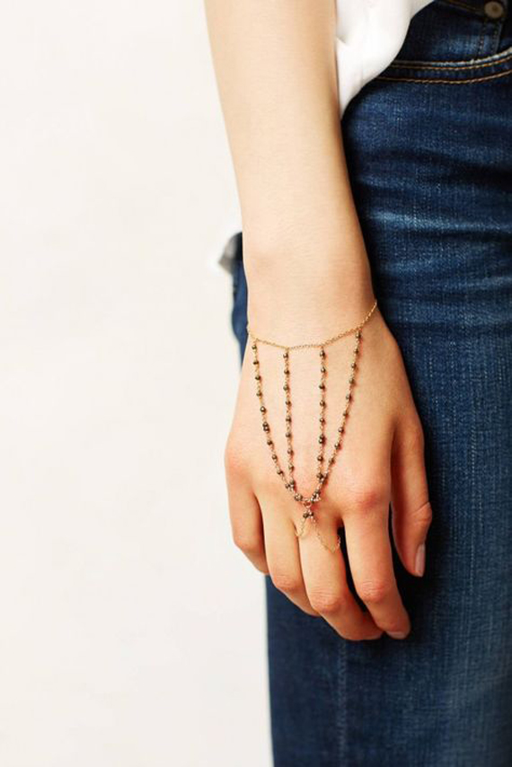 Middle-Pointed-Hand-Chain-Bracelet