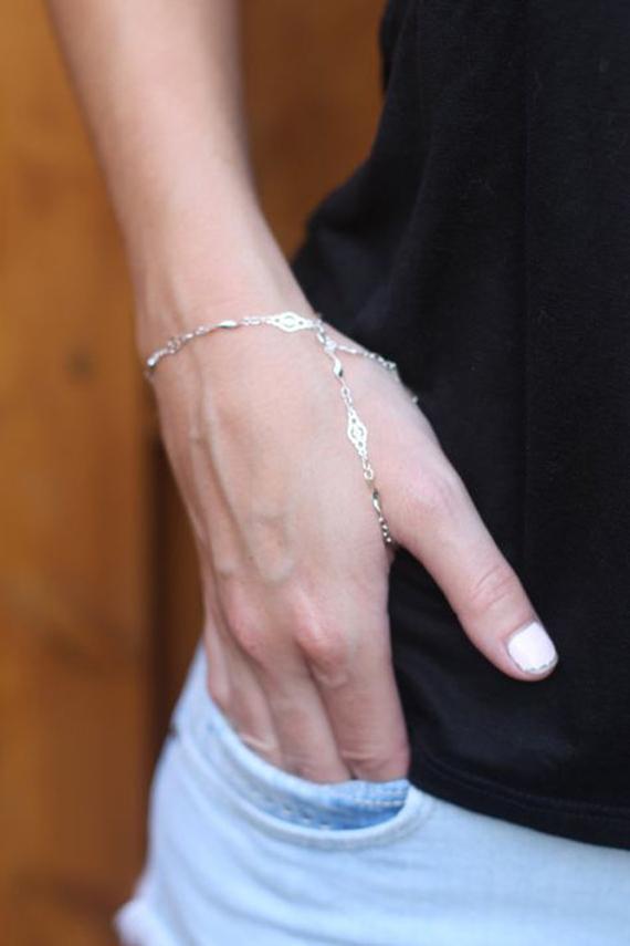 Silver-Thumb-Hand-Chain-Bracelet
