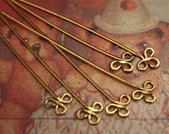 Three-Loop-Headpins