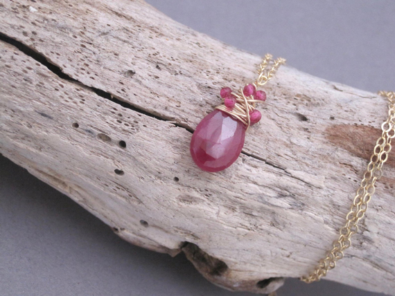 Ruby-Wire-Wrapped-Pendant-Beaded-Necklace