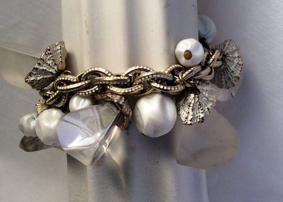Vintage-Lucite-Chunky-Bracelet