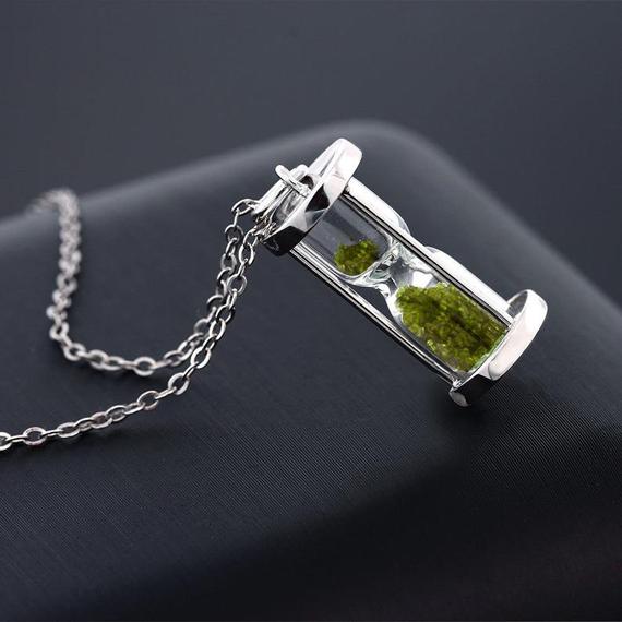 Peridot-Dust-Birthstone-Necklace